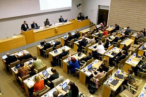 Pormestari Jan Vapaavuori puhui maakunta- ja soteuudistuksesta Helsingin kaupunginvaltuuston ylimääräisessä kokouksessa 4. huhtikuuta 2018.