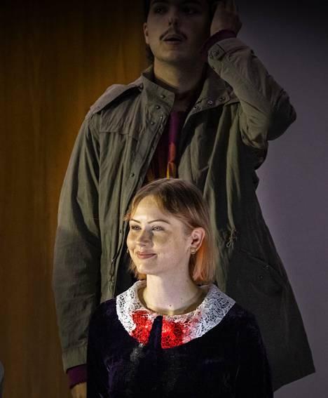 Kouluampujan varjossa: ammutun tytön rooli on läpimurto 25-vuotiaalle kansanmusiikista maisteriksi valmistuneelle Vilma Jäälle.