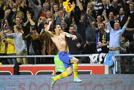 Näin Zlatan Ibrahimovic tuuletti uskomatonta maaliaan.