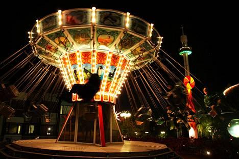 Valokarnevaali jatkuu Linnanmäen huvipuistossa iltaisin 20. lokakuuta asti.