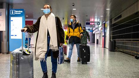 Helsinki-Vantaan lentoasemalla riskimaista saapuvat ohjataan vapaaehtoiseen koronavirustestiin. Lähes kaikki menevät testiin.