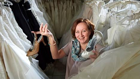 Asiakastöiden lisäksi hääsuunnittelija Sonja Wikströmiä työllistävät hänen oman tyttärensä elokuussa järjestettävät häät. Viimeksi he ovat käyneet yhdessä etsimässä mekkoja kaasoille.