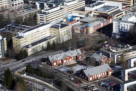 Ilmakuva Espoon keskuksesta. Äärimmäisenä oikealla terveysaseman rakennuksia.