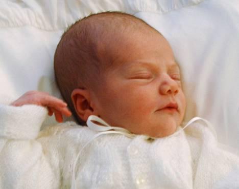 Prinsessa Estelle neljän päivän ikäisenä.