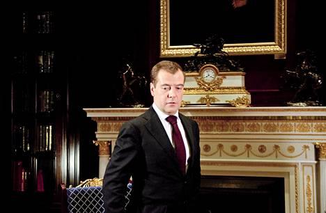 """Huoltajuus- ja lapsikiistat ovat """"melko hankala asia meidän välisissämme suhteissa"""",  sanoo Venäjän pääministerin Dmitri Medvedev."""