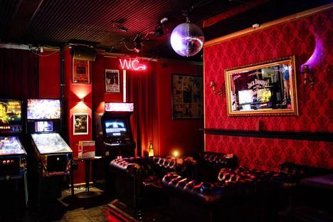 Rokkibaari Bar Loosessa ei ollut perjantai-iltana vielä seitsemän aikaan yhtään asiakasta.