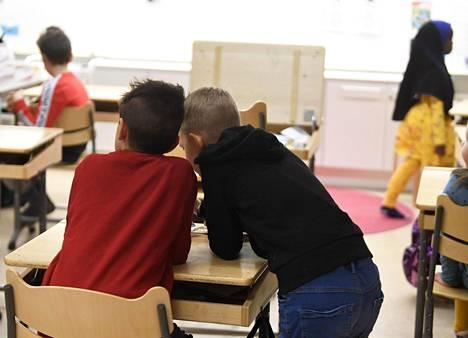 Koulujen ja kotien välinen yhteistyö on asiantuntijoiden mukaan olennaisen tärkeää kiusaamiseen puuttumisessa.