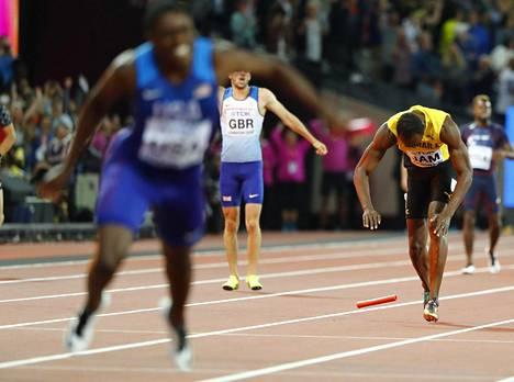 Usain Boltin pikaviesti päättyi loppusuoralla.