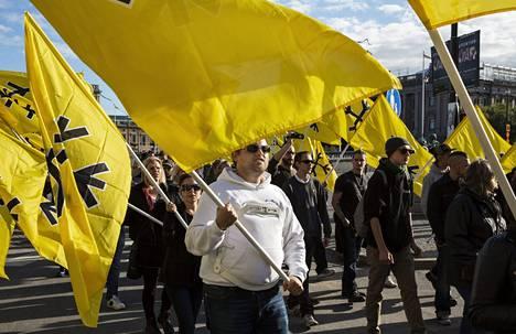 Ruotsalainen uusnatsijärjestö Svenskarnas parti, Ruotsalaisten puolue, osoitti mieltään Tukholmassa elokuussa 2014. Puolue lakkautettiin toukokuussa 2015.