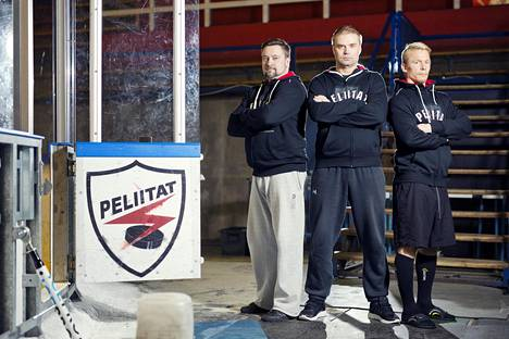 Peliittojen valmentajat Jani Keinänen, Marko Tuomainen ja Santeri Heiskanen kuvattuna syksyllä Heinolan jäähallissa.