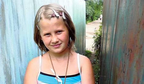 Nadja, 12, oli juuri syntynyt, kun Kåge Jonsson ja Håkan Pienlowski alkoivat kuvata dokumenttitrilogiaansa.