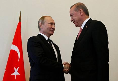 Venäjän presidentti Vladimir Putin tapasi Turkin presidentin Recep Tayyip Erdoğanin Pietarissa tiistaina.