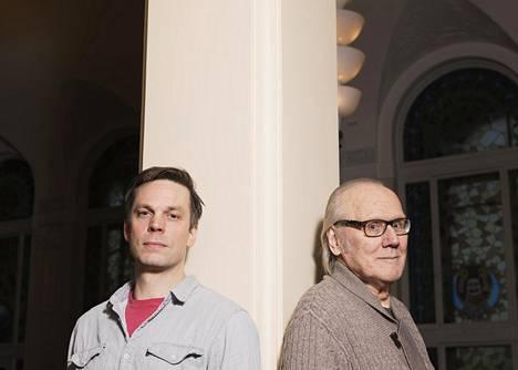 Mikko Nousuainen ja Heikki Nousiainen esiintyvät yhdessä Kansallisteatterissa Sammakkokuningas-näytelmässä.