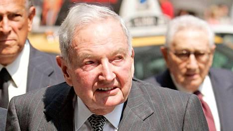 David Rockefeller kuvattiin matkalla newyorkilaisen seurapiirihahmon Brooke Astorin hautajaisiin vuonna 2007.