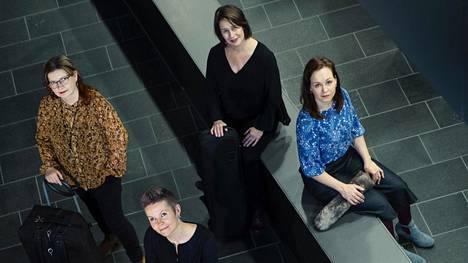 Muusikot Maria Kalaniemi (vas.), Désirée Saarela, Marianne Maans ja Juulia Salonen Musiikkitalolla.