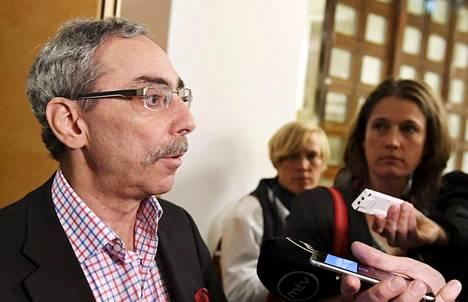 Ben Zyskowicz kokoomuksesta on sotea pohtivan perustuslakivaliokunnan tuore varajäsen ja vastaili medialle maanantaina eduskunnassa. Valiokunnan lausunto sotesta valmistuu tällä viikolla.