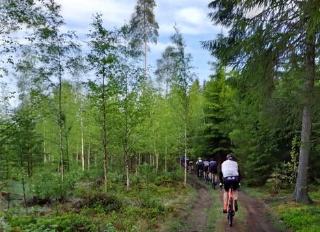 Pääteiden sijaan Lemmettylän ja kumppaneiden reitti kulkee muun muassa metsäautoteitä pitkin.