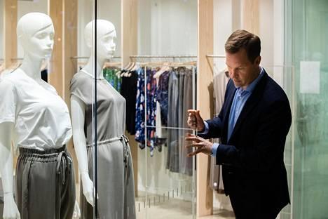 Nanson uusi Kampin myymälä avautui reilu viikko ennen kuin Suomeen julistettiin poikkeustila. Nanso Groupin toimitusjohtaja Antti Rönkkö kertoo, että liike saattaa avautua kesäkuussa, jos koronatilanne sen sallii.
