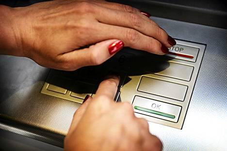 Pankkikortin tunnusluvun suojaaminen kannattaa aina.