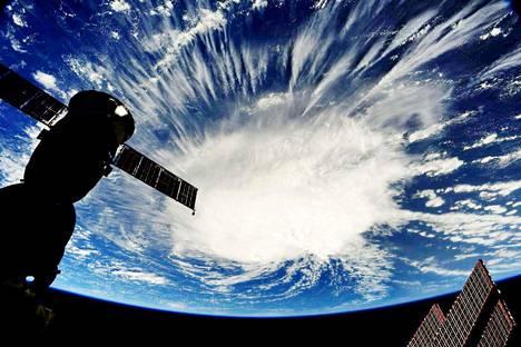 Astronautti Ricky Arnoldin ottama kuva hurrikaani Florencesta Atlantin valtameren yllä viime torstaina. Kuva on otettu kansainväliseltä avaruusasemalta.