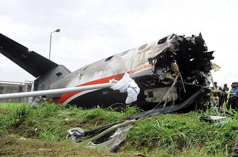 Associated Airlinesin kone putosi maahan pian nousunsa jälkeen Lagosissa torstaiaamuna.