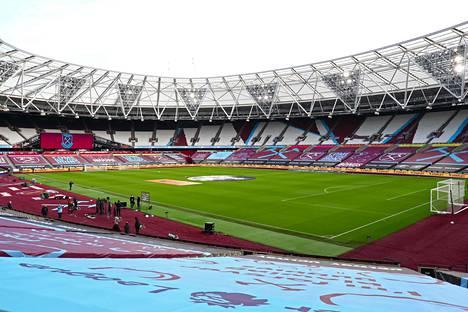 Toistaiseksi katsomoihin ei ole päässyt yleisöä Englannin Valioliigassa. Kuva Lontoon olympiastadionilta ennen West Hamin ja Tottenhamin ottelun alkua.