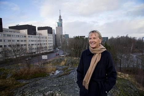 Annika Nyberg-Frankenhauser palaa eläkkeellä ollessaan nuoruudenrakkautensa, taiteen, pariin ja aikoo kirjoittaa väitöskirjan suomalaisesta muotoilusta.