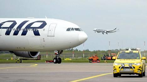 Finnairin ja tanskalaisen miehen riita alkoi, kun lento Singaporesta Helsinkiin myöhästyi 8,5 tuntia syyskuussa 2014.