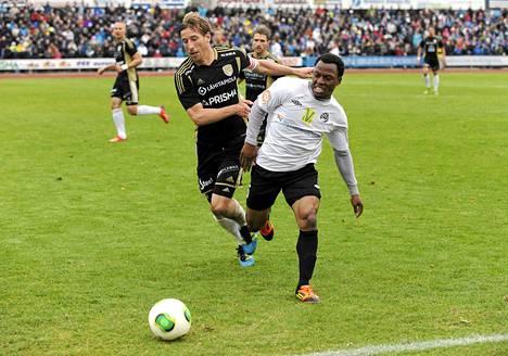 Chris Cleaverin SJK nousi päättyneen kauden jälkeen Veikkausliigaan kun Olukorede Aiyegbusin Haka jäi kakkoseksi.
