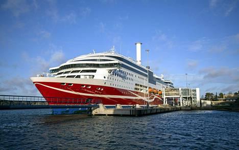 Karille ajanut Viking Linen matkustaja-alus Viking Grace Maarianhaminan satamassa sunnuntaina.
