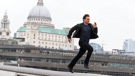 Lontooseen sijoittuvien kohtausten kuvauksissa Tom Cruise mursi nilkkansa katolta toiselle hypätessään.