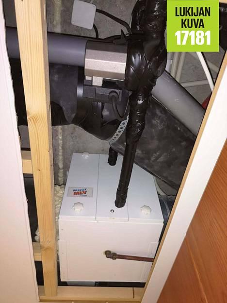 Pasi Mäkinen asensi ilmanvaihdon tuloputkeen lämmönvaihtimen, jossa kiertää suoraan maalämpöpiirin vesi.