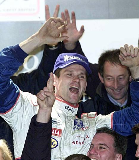 Marcus Grönholm varmisti ensimmäisen mestaruutensa vuonna 2000 Britannian MM-rallissa.