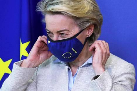 EU-komission puheenjohtaja Ursula von der Leyen sanoo olevansa valmis keskusteluun patenttien poistamisesta. Lääkeyritykset ovat vastustaneet ehdotusta.