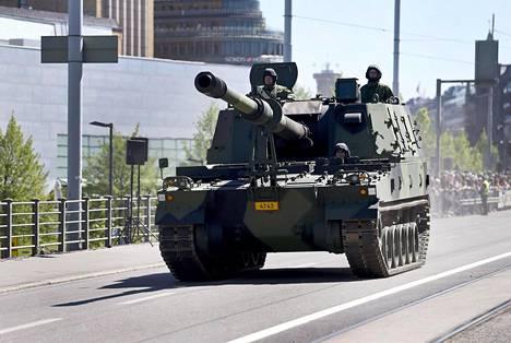 Thunder-panssarihaupitsi oli mukana viime kesäkuun Lippujuhlan päivän paraatissa Helsingissä.