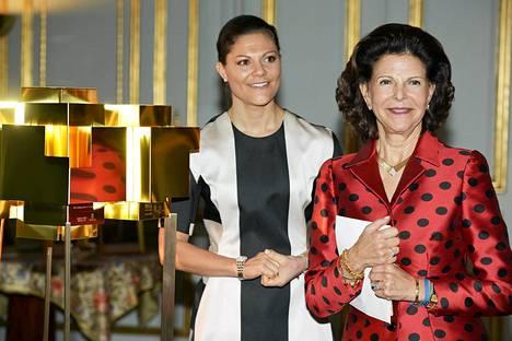 Ruotsin kuningatar Silvia ja kruununprinsessa Victoria joulukuun 18. päivänä.