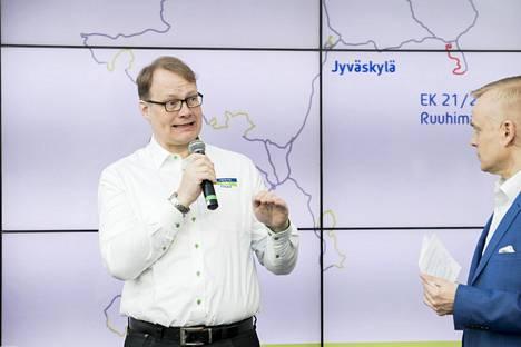 Jyväskylän MM-rallin kilpailunjohtaja Kai Tarkiainen toivoo Suomen hallitukselta pikaisia päätöksiä, miten yleisötilaisuuksia voi järjestää elokuussa. Kuva vuodelta 2018.