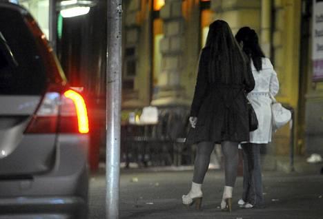 Suomessa on käynnissä selvitys, pitäisikö seksin osto kriminalisoida Ruotsin malliin.