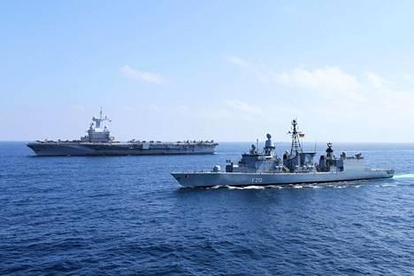 Saksalainen fregatti FGS Augsburg saattoi ranskalaista Charles de Gaulle -lentotukialusta operaatiossa Välimerellä vuoden 2015 joulukuussa. Saksa vastasi näin Ranskan avunpyyntöön Pariisin terrori-iskujen jälkeen.