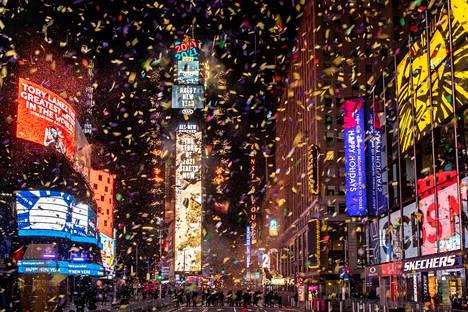 New Yorkin Times Square oli lähes tyhjillään vuoden vaihtuessa.