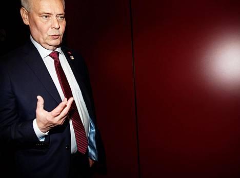 """""""Oikeusvaltioon kuuluu syyttömyysolettama, mutta myös se, että kaikkien Suomessa olevien ihmisten turvallisuus taataan"""", Antti Rinne sanoo."""