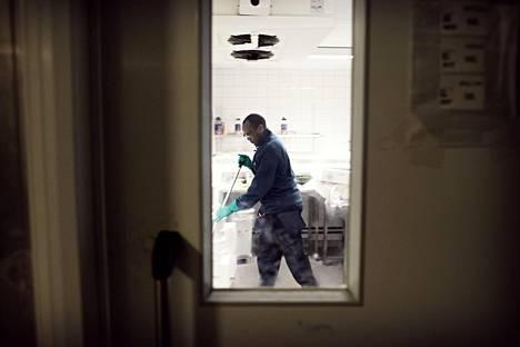 Euroopan ulkopuolelta saapuva työvoima päätyy yleensä hanttihommiin siivousalalle, teollisuuteen tai maatalouteen.