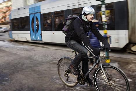 Tukholman kaupungin viestintäasiantuntija Ola Ilstedt on luopunut lentokoneella matkustamisesta.