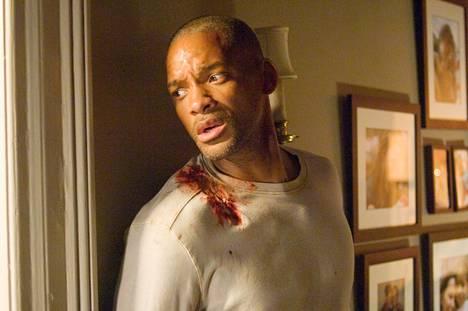 Vuoden 2007 I Am Legend -elokuvassa virologi (Will Smith) etsii vastalääkettä tappavalle virukselle mutta joutuu mutanttien saalistamaksi.