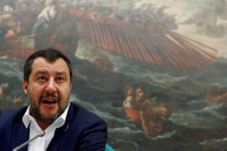 Hallituspuolue Legan johtaja Matteo Salvini on arvostellut Euroopan unionin taloussäännöksiä aikaisemminkin.