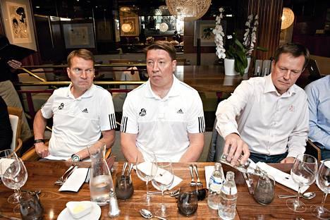 Päävalmentaja Erkka Westerlund, manageri Jari Kurri ja toimitusjohtaja Jukka Kohonen ovat huomanneet, että KHL-Jokerien kokoaminen ei ole helppoa.
