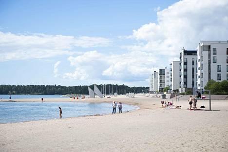 Vuosaaren Aurinkolahti on suosittu uimaranta. Viime päivinä siellä ovat häiriköineet lapset ja nuoret.