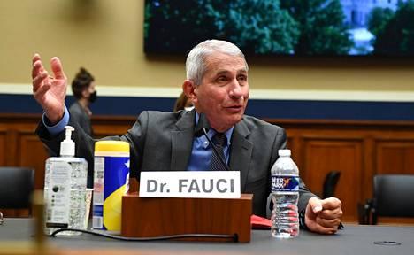 Yhdysvaltain allergia- ja tartuntatautiviraston johtaja Anthony Fauci Energia- ja kaupankäyntikomitean kokouksessa tiistaina.