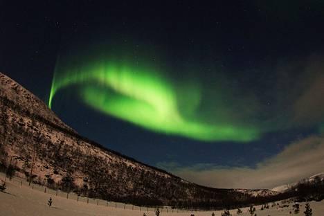 Norjassa näkyi revontulia maanantai-iltana. Kuva on lukijan ottama.