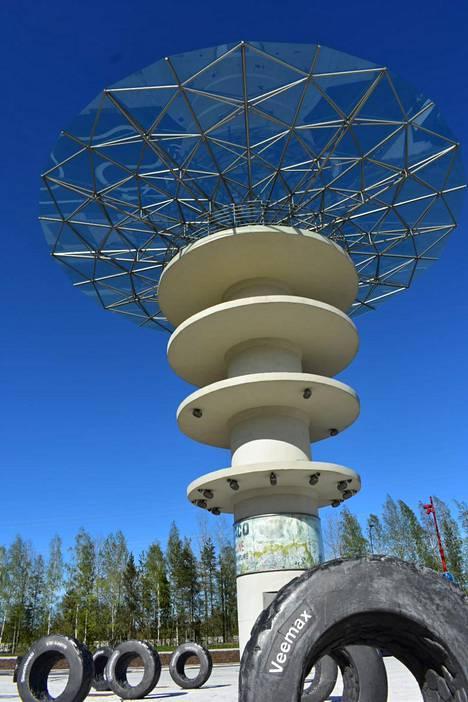 Keimolan radasta on jäljellä valvontatorni, joka on remontoitu Ombra-nimiseksi taideteokseksi. Myös Veemaxia on muistettu uudella aukiolla.
